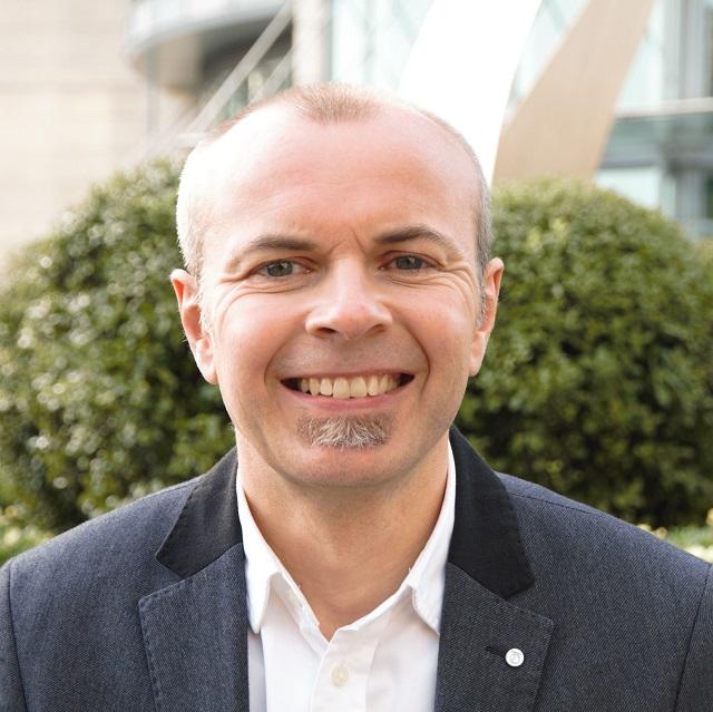 Gareth H. Jones, profesor de inglés para profesionales